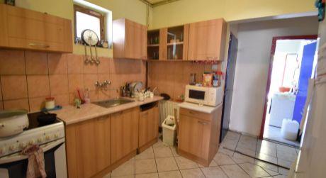 4 - 5 izbový rodinný dom obytná plocha 100 m2, pozemok 580 m2 - Rajka