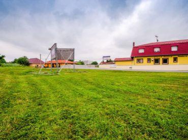 Pozemok, 210 m2 – Horná Potôň – rovinatý pozemok na komerčné využitie, vynikajúca PODNIKATEĽSKÁ PRÍLEŽITOSŤ.