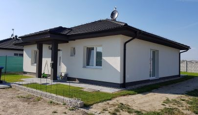 NA PREDAJ:  Novostavba 4-izbového bungalovu v novovybudovanej časti obce Hamuliakovo
