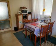 DIAMOND HOME s.r.o. ponúka Vám na predaj 2 izbový byt s garážom a vlastým dvorom v Orechovej Potôni!