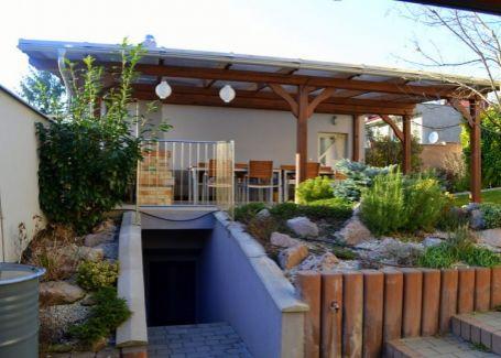 Krásny rodinný dom s garážou, bazénom a saunou na 2860 m2 pozemku, Blatné