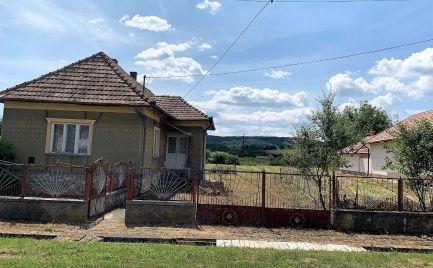 MAĎARSKO - MESZES RD 3 IZBY, PIVNICA, VEĽKÝ POZEMOK 1827 M2