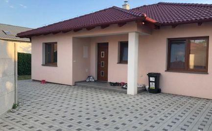 Ponúkame do prenájmu nový 4-izbový nezariadený rodinný dom typu bungalov na Vinohradníckej ulici v Podunajských Biskupiciach.