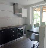 Ponúkame na predaj veľký rodinný dom neďaleko centra Považskej Bystrice.