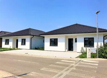 **NA PREDAJ: Dokončené 5 izb. rodinné bungalovy s krytou terasou a vlastným parkovaním v Malackách!!!