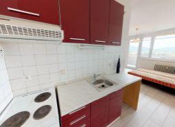 Na predaj 2 izbový byt + KK, 45 m2, veľká loggia, Trenčín - Juh, ul.Šafárikova.