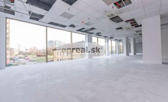 Obchodno - prevádzkový priestor vhodný na showroom, kancelárie, ev. služby 127 m2 vo Vienna Gate (2. posch.)