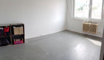NA PREDAJ:  4-izbový byt v pôvodnom stave na Novohorskej ul. v Bratislave-Rači