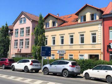 ***NA PRENÁJOM: Zariadený 3 izb. byt v rezidenčnom byt. dome v CENTRE mesta Malacky!!