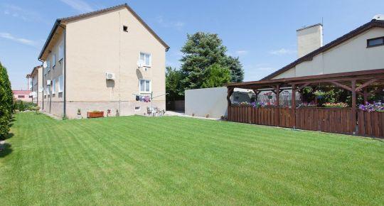 Sládkovičovo (GA): Predaj 3izb bytu 67m2, č.reknštrukcia, tehla, mur.pivnica, oplotený pozemok 797m2