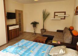 Na predaj veľký 2 izbový byt - kompletná rekonštrukcia, zariadený, 50 m2, Dubnica nad Váhom - CI.