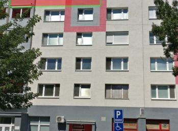 !! Rezervované !!  2 izbový byt Dolnomajerská Sereď