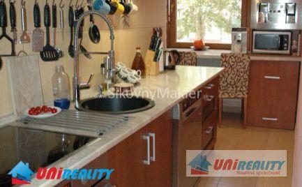 BÁNOVCE NAD BEBRAVOU - 2 izbový byt- čiastočne zariadený / CENTRUM / kompletná rekonštrukcia