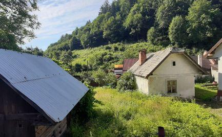 Pozemok s menším rodinným domom