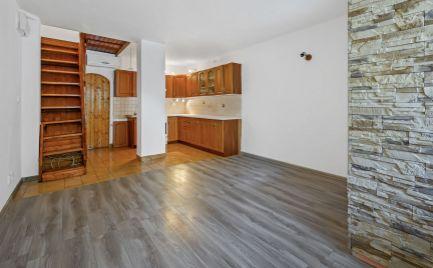 DOM-REALÍT ponúka na predaj 2,5 izbový mezonet s vlastným parkovaním vo dvore