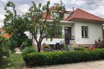 Rodinný dom na predaj v zabývanej centrálnej časti obce na 4á rohovom pozemku