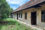 CHYNORANY pozemok 2613 m2 so starým domom