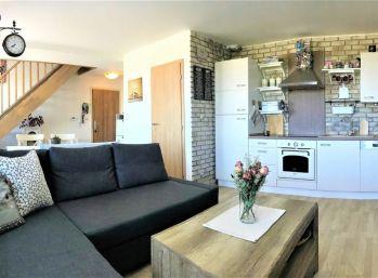 ***TOP PONUKA: Nádherný 3 izbový mezonet na predaj / v CENTRE obce ZOHOR!!