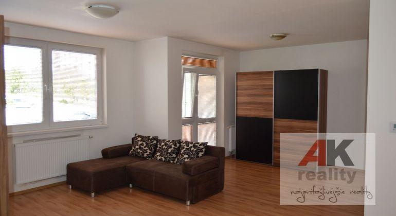 Na predaj priestranný 2i byt v novostavbe o výmere 60m2 s balkónom v tichej časti Dubravky, ihneď voľny!