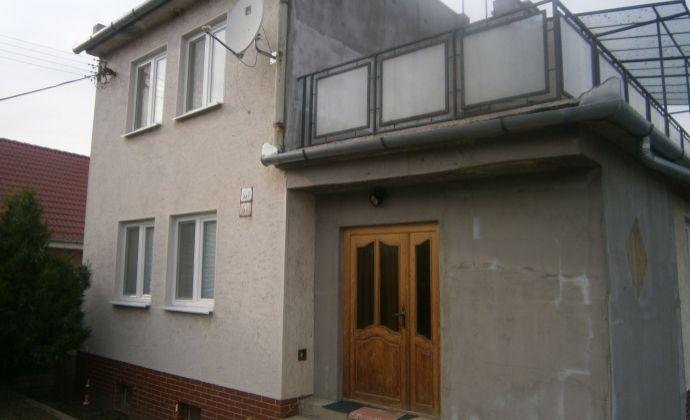 Moderný, rekonštruovaný, ihneď obývateľný rodinný dom v obci Svätý Peter na predaj.