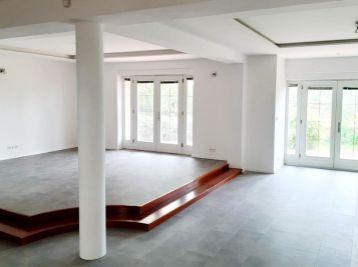 BA Záhorská Bystrica – veľmi pekný komfortný RD-Vila – 692 m2.