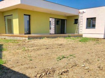 NOVOSTAVBA 4 izb. bungalovu s výhľadom na Karpaty - Šenkvice