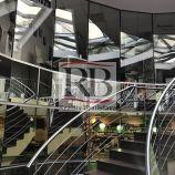 Obchodno-administratívny priestor v pasáži, s parkovaním, v centre