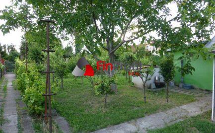 REZERVOVANÉ - Záhrada so záhradnou chatkou so súpisným číslom v lokalite Mokráň-Záhon.