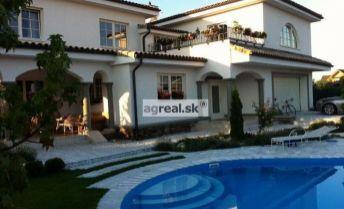 Luxusný zariadený 4-izbový dom (3 spálne) s bazénom v Kalinkove v blízkosti dunajskej hrádze