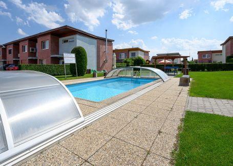 5 izb.rodinný dom, v uzavretom areáli s bazénom, Orchideová