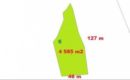 Veľký slnečný pozemok 4 585  m2 s chatkou,  25 km od B. Bystrice - vhodné pre ranč- cena 27 000€