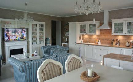 Ponúkame do prenájmu luxusný, zariadený 3 izbový byt v novostavbe na Nejedlého ulici v Dúbravke.