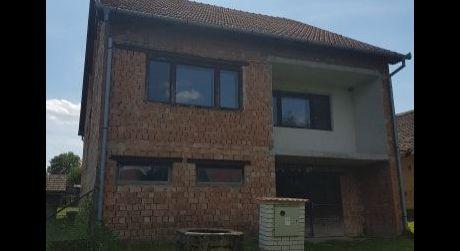 Výrazne znížená cena!Na predaj rozostavaný rodinný dom v obci Keť
