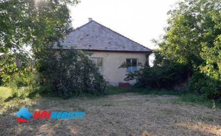 Okres – TOPOĽČANY – Obec HRUŠOVANY –  3 – izb. rod. dom / pekný pozemok 1.431 m2