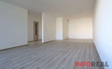 NOVOSTAVBA: 2 izb. byt, REZIDENCIA PRI RADNICI, terasa, komora, garažové státie