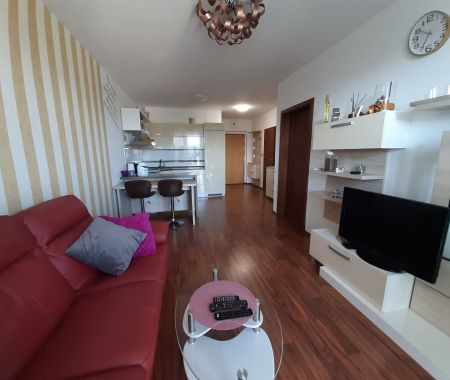 REZERVOVANÝ 2 izbový nadštandardný byt, RUBICON I., Poprad