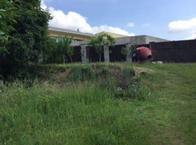 Predám členitý luxusný pozemok skladá sa z dvoch terás vhodný aj na 2 pozemky Potočná ul.-Rača.