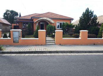 Fiľakovo- 4-i dom,pozemok 655 m2, tehla, tichá lokalita
