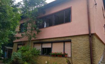 Prenájom čiastočne zariadeného 3 izb veľkometrážneho bytu v RD so samostatným vchodom v Trenčianskych Tepliciach.