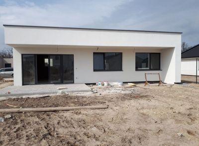 Atypické 4-izbové rodinné domy s južnými dispozíciami osadené v blízkosti Jazdeckej školy