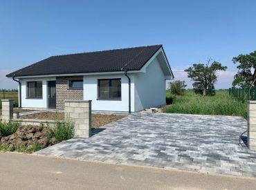 Skolaudovaný, samostatne stojaci 4-izbový bungalov, 6-árový pozemok, dokončenie do štandardu