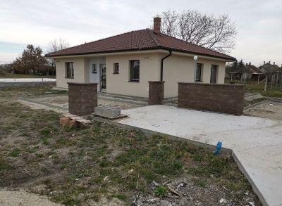 Krásne 4-izbové rodiné domy v novovybudovanej časti obce