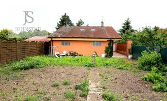 Pozemok so starým a novým domom