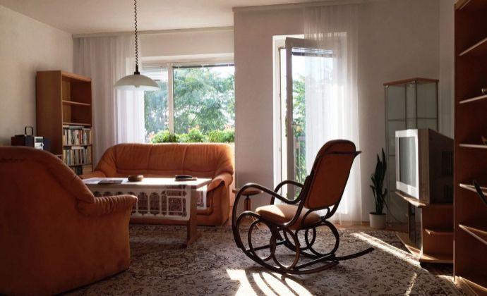 Slnečný byt v tichom prostredí, 3 x loggia, parkovacie miesto