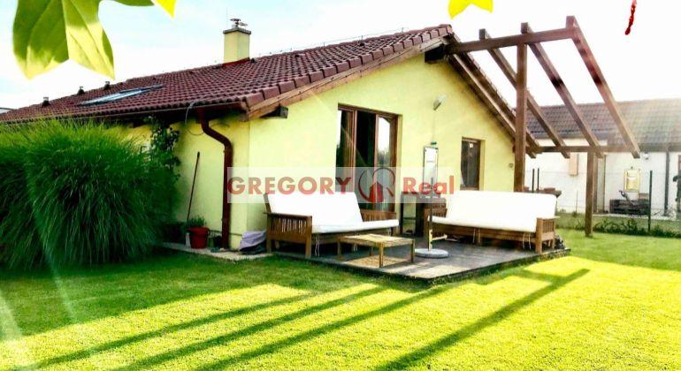 Zariadený 3 izbový rodinný dom, bungalov na predaj, obec Slovenský Grob - na začiatku Malý Raj