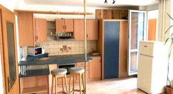 Na predaj priestranný 1 izbový bezbariérový byt s terasou (r. 2001), KARLOVA VES, Špieszova,Bratislava IV, Líščie údolie