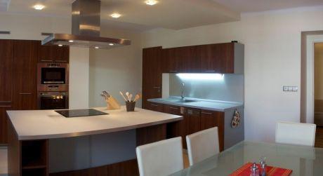 Nadštandardný strešný apartmán na prenájom, 115 m2, kompletne zariadený, Piešťany-centrum