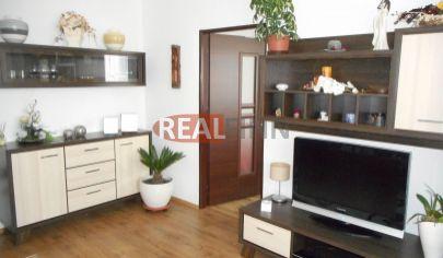Realfinn- Predaj trojizbový byt v tehlovej bytovke s garážou Nové Zámky