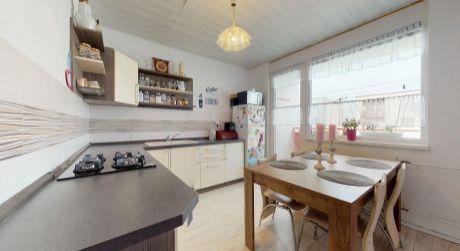 Pekný 3 izbový byt /balkón, výťah, 74 m2/ Vrbové