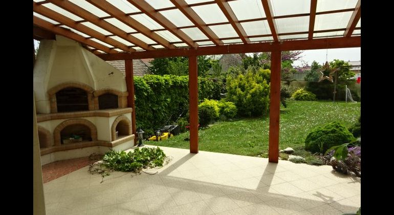 REZERVOVANÝ -Veľmi pekný,zariadený 5 i.RD s Garážou,krásna záhrada s jazierkom .Pripravený na nasťahovanie!!!